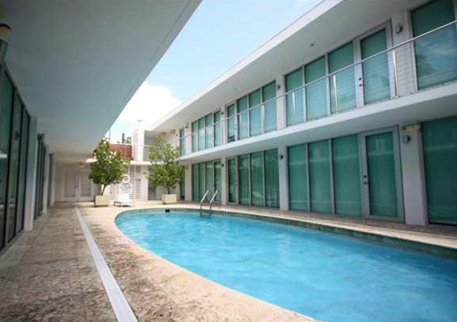 Pool area to enjoy the sunny week-ends