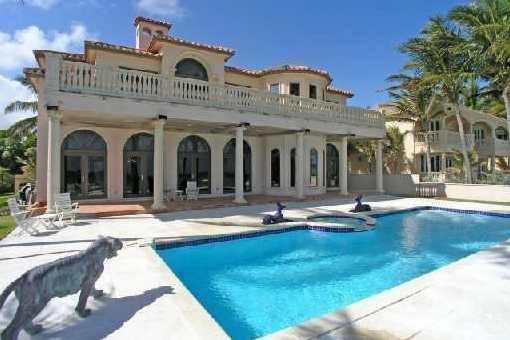 Villa In Golden Beach