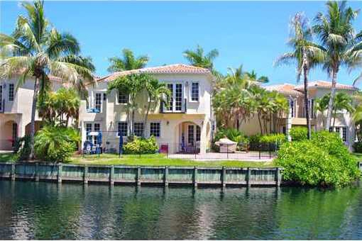 villa Aventura Exquisite two story waterfront home in
