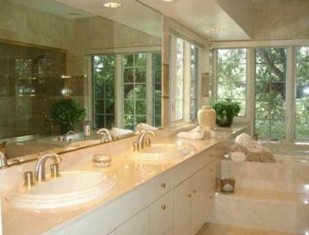 Awesome bathroom with Jaccuzzi