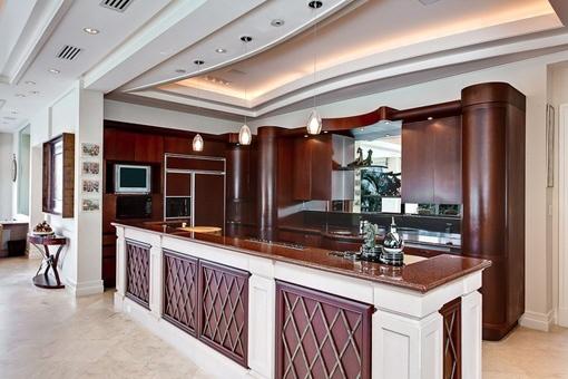 Luxurious and spacious kitchen area