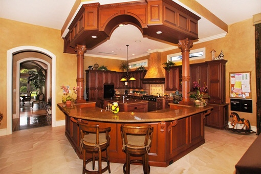 Comfortable kitchen area with bar