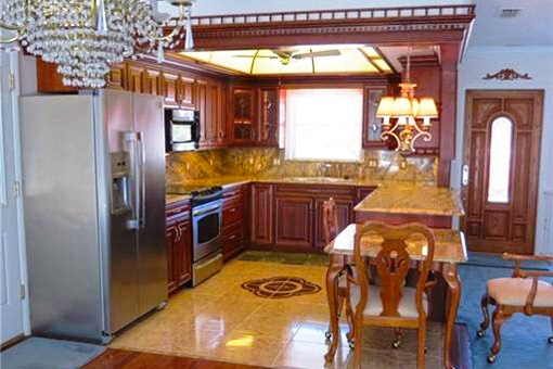 Open style kitchen with breakfast bar