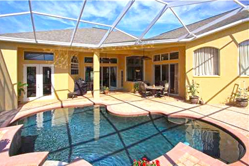 Roofed and heated private swimming pool