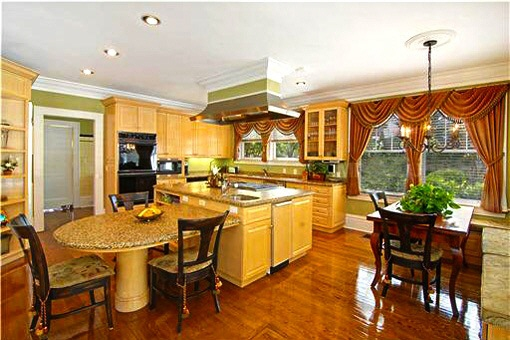 Spacious kitchen with the dining area