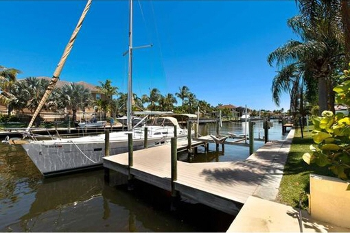 Enjoy the WOW factor in this house in Fort Myers