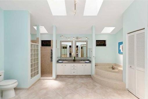 Superb bathroom with shower