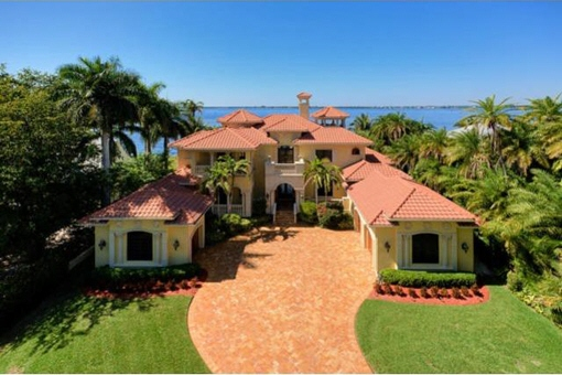 Imposing mansion in Fort Myers with jetty and dock