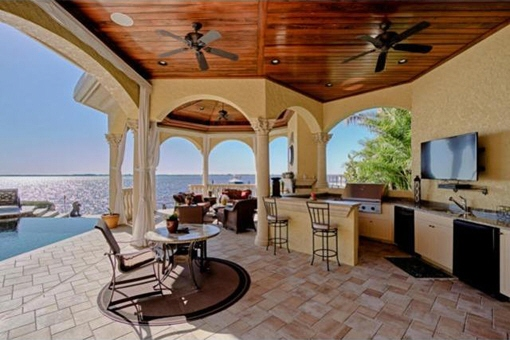 Summer kitchen with ocean view