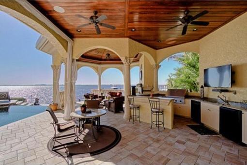 Summer kitchen with ocean view