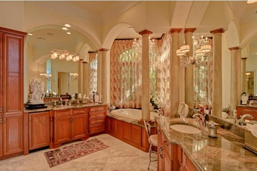 Fully equipped luxury bathroom