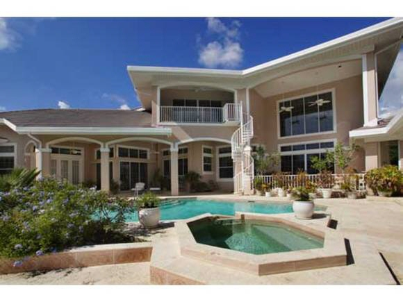 Spacious terrace with pool in Fort Myers