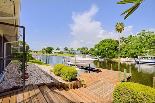 Dock and lift right outside the front door in Fort Myers