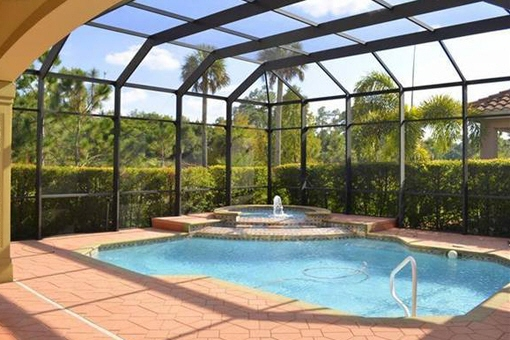 Large pool with fountain in Fort Myers