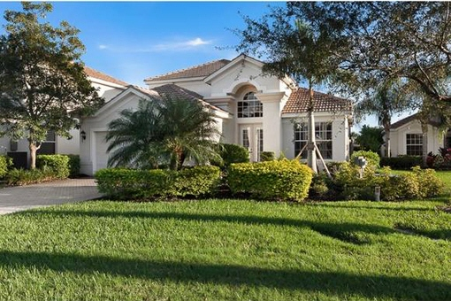 House with pool and an exclusive location at the Golf Club in Fort Myers