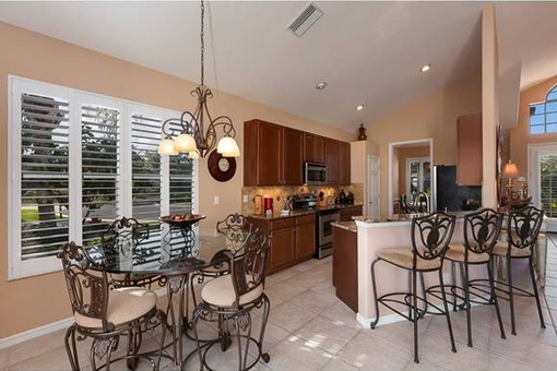 Fully equipped kitchen with breakfast bar in Fort Myers