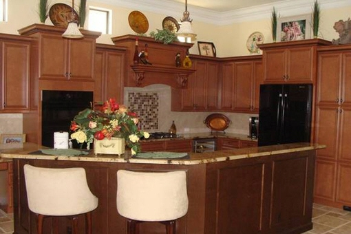 Family kitchen with breakfast bar in Fort Myers