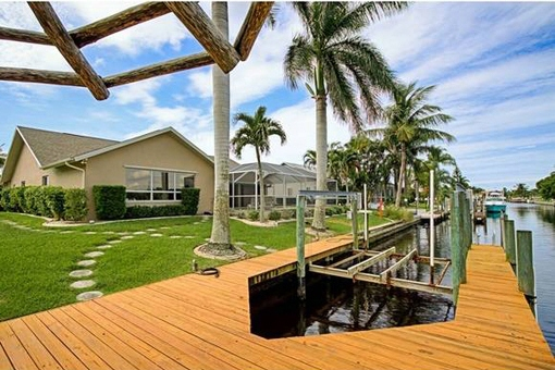 Wonderful boat dock with lift